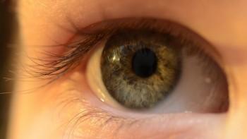 ドローンを目視するには視力が大切。目を労る3つのアイテム。