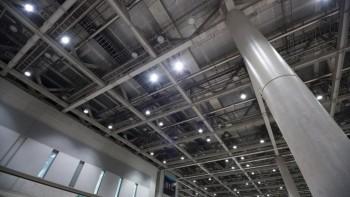 屋内や室内でのドローン飛行に規制はある?誰でも操縦できる?