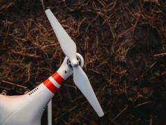 ドローンの羽は危険!肉でも野菜でも切り落とす、まさに凶器。