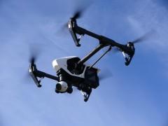 ドローンが安定飛行する理由と、上下左右する飛行原理とは?
