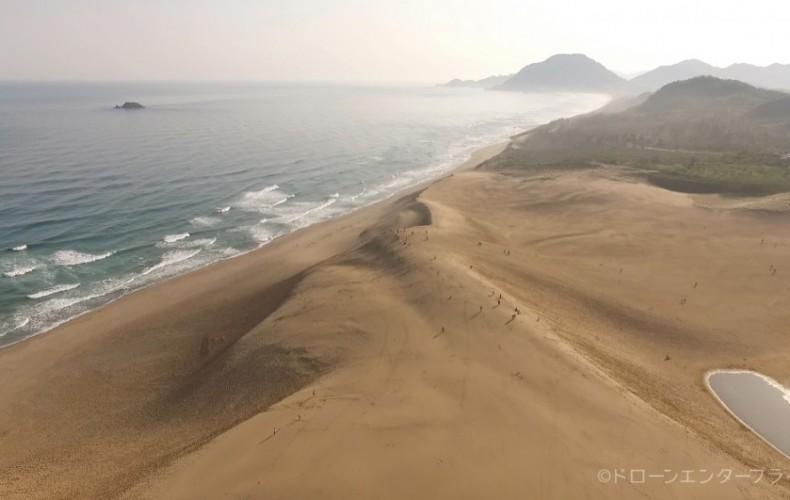 手持ちのデジカメでは伝わりにくく、ドローンだと伝わる事例(鳥取砂丘)
