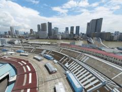 築地市場 × ドローン × 360度パノラマ画像風で表現する。
