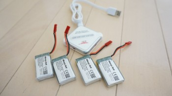 トイドローンの追加バッテリーは、サイズ・プラグ・容量をチェック。