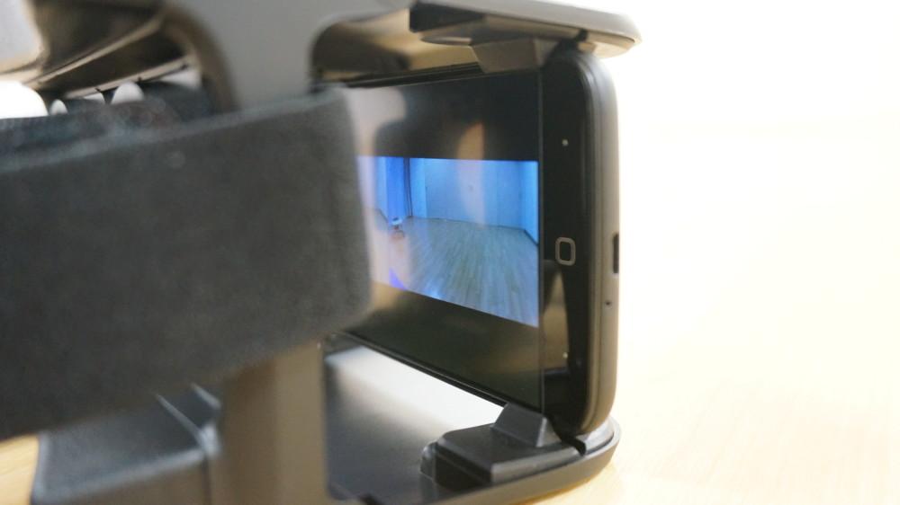 VRグラスとスマートフォン