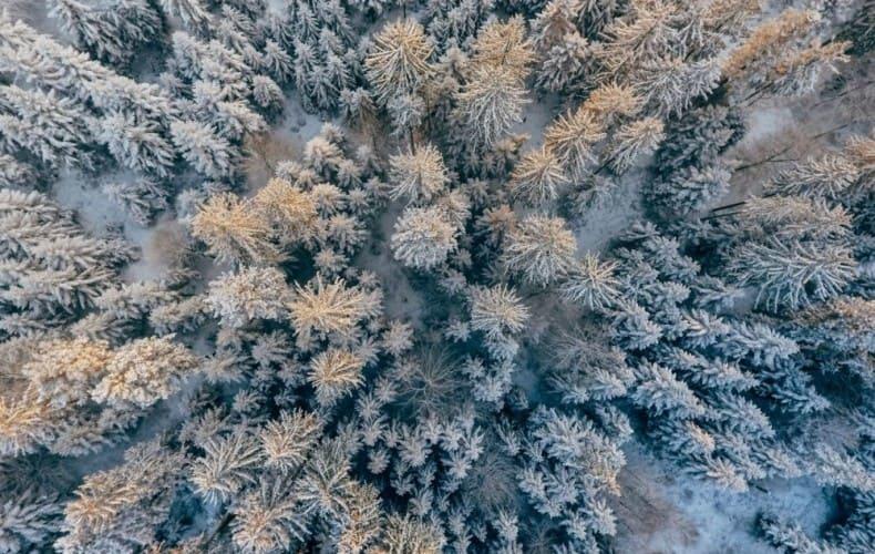 ドローンは冬の寒さに弱い。ドローン飛行に支障が出る理由と寒冷対策。