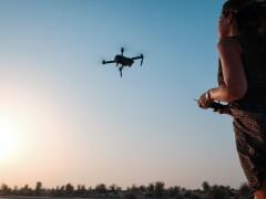 【2022年】航空法改正によるドローン操縦の「ライセンス化」「規制強化」とは?レベル4飛行に向けた未来は?